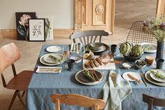 Aufgekommen in den USA und inspiriert vom Lebensstil der Amish, beruft sich dieser Look auf Natur und Landleben. Der Hunger nach Schlichtheit und Rustikalität wurde auch durch die Französische, Italienische und Griechische Lebenskultur beeinflusst. westwing-kinfolk-gedeckter-esstisch