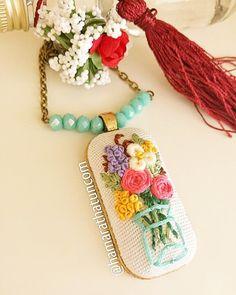 Saksıda çiçek buketi el işi kanaviçe kolye - 4 goncagül kolye - embroidery necklace - вышивка колье - Handmade - Cross Stitch - Rococo -  рококо - Rokoko - Brazilian embroidery -  embroidery - crossstitch - kanaviçe - el işi- brezilya nakışı - вышивка крестиком -  вышивка - ручной работы