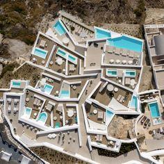 Stepping down towards the sea from the cliffs of the village of Odi, Saint Hotel features terraced patios with bright blue pools and white walls. Santorini Hotels, Santorini Island, Santorini Greece, Underground Pool, Hotel Sites, W Hotel, Hotel Lobby, Urban Fabric, Smooth Walls