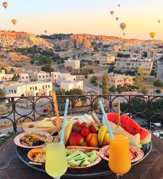 Breakfast with hot air balloons ~~  Kelebek Special Cave Hotel - Cappadocia // Picture by PILOTMADELEINE  #goreme #kapadokya #cappadocia #Turkey