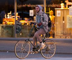 Today there are two or three producers of the original Danish Pedersen bike that lets you cruise elegantly through busy streets in an upright position.