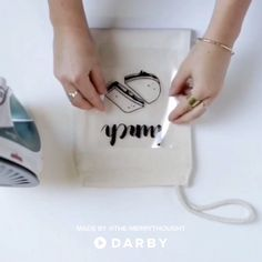 How to make a diy lunch bag darbysmart diy diyprojects diyideas diycrafts Diy Home Decor Projects, Diy Garden Decor, Diy Projects To Try, Floating Shelves Diy, Diy School Supplies, Mason Jar Diy, Hacks Diy, Valentines Diy, Diy Flowers