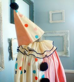 What a great treasure to find! Vintage Circus Party, Vintage Clown, Vintage Carnival, Vintage Costumes, Pierrot Costume, Pierrot Clown, Halloween Clown, Hot Halloween Costumes, Karneval Diy