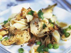 Artischocken-Nudel-Salat ist ein Rezept mit frischen Zutaten aus der Kategorie Blütengemüse. Probieren Sie dieses und weitere Rezepte von EAT SMARTER!