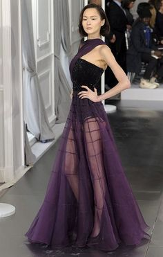 just stunning!!  would love to see Florence Welch in this on the carpet...would look gorgeous with that flaming red hair, dont you think?!!  Paris Haute Couture: Christian Dior spring/summer 2012