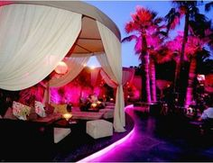 Le baoli has a relaxed vibe and transforms into a nightclub in the evening