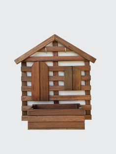 Treliças e Cachepôs de Madeira: TRELIÇA CASA Wooden Wall Art, Wooden Shelves, Wood Art, Woodworking Furniture, Pallet Furniture, Woodworking Projects, Diy Pallet Projects, Wood Projects, Art Decor
