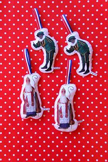 sint en piet Christmas Holidays, Christmas Decorations, Saints Days, December, Polka Dots, Kids, Crafts, Inspiration, Hangers