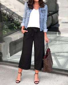 Summer Trend Alert: Culottes Source by eisnerellen casual chic Mode Outfits, Casual Outfits, Fashion Outfits, Womens Fashion, Classic Work Outfits, Black Outfits, Classy Outfits, Casual Pants, Culotte Style