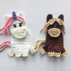 Free Crochet Pattern: Appliques Horse and Unicorn These free crochet horse and unicorn appliques are so much fun to do! They can be great to decorate a blanket, a bag or a jumper!