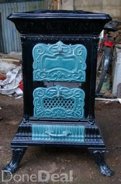 french antique stove Old Stove, Stove Oven, Antique Wood Stove, How To Antique Wood, Outside Wood Stove, Retro Stove, Stove Heater, Wood Stove Cooking, Cast Iron Stove