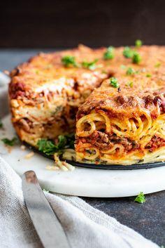 Spaghettikuchen Source by berndattevanbeek Spaghetti Torte, Spaghetti Recipes, Pasta Recipes, Italian Dishes, Italian Recipes, Warm Food, Fabulous Foods, Kitchen Recipes, Food Inspiration