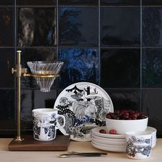 To celebrate 100 years of Finnish independence, Marimekko has launched a pattern called Veljekset (brothers) inspired by Finnish folk tales and the flora and fauna of its forests. The collection includes tableware, kitchen textiles, throws, and cushions. Marimekko, Vintage Dinnerware, Vintage Kitchenware, Flora Und Fauna, Blue Plates, Nordic Design, Home Decor Items, Table And Chairs, Decoration