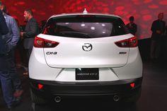 """[画像]マツダ、LAショー前夜祭で新型コンパクトクロスオーバーSUV「CX-3」を初公開 / 魂動デザインの本質である躍動感や生命力を表現し、""""研ぎ澄まされた美しさ""""を追求 - Car Watch"""