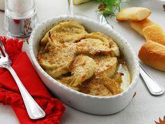 I finocchi gratinati sono un contorno sfizioso e invitante, perfetto per accompagnare secondi piatti di ogni tipo, sia di carne che di pesce