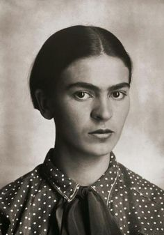 Solo vivió 47 años, pero fueron suficientes para convertirse en un icono. Frida Kahlo fue una mujer que supo sobreponerse a las dificultades de la vida y exprimir hasta la última gota de su talento en unos autorretratos que ya forman parte de la historia del arte.