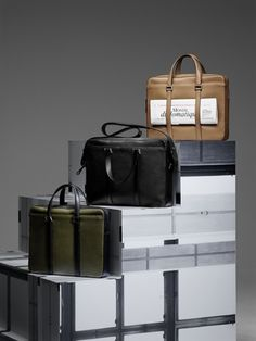 Newspaper Bag, Sellier : Végétal <br><br> President Bag, Sellier : Noir <br><br> Newspaper Bag, Sellier bicolore : Kaki & Noir