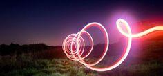 Mit Lightpainting lassen sich ohne Bildbearbeitung atemberaubende Aufnahmen zaubern, dabei ist dies gar nicht schwer und erfordert nicht viel Equipment.