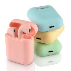 Si estás aburrido de los típicos cascos inalámbricos de color blanco o negro, ¡marca la diferencia con estos auriculares tipo AirPods de color verde, azul, amarillo o rosa! ¡Tú eliges! Los colores pastel están triunfando, así que ¿por qué no hacerte con unos? Cute Ipod Cases, Iphone Cases, Cute Headphones, Apple Airpods 2, Accessoires Iphone, Bluetooth Earbuds Wireless, Tablet, Air Pods, Airpod Case