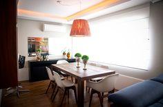 Ambiente funcional e estiloso. Veja o restante da casa: http://casadevalentina.com.br/projetos/detalhes/um-novo-lar-para-uma-nova-familia-597 #decor #decoracao #interior #design #casa #home #house #idea #ideia #detalhes #details #style #estilo #casadevalentina #diningroom #saladejantar