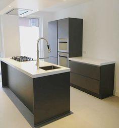 Zwarte keuken kookeiland / keukeneiland kleine ruimte 3.50x3.00 meter