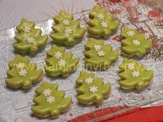 Pudinkové stromečky Christmas Party Food, Christmas Candy, Baking Cupcakes, Cupcake Cakes, Gingerbread Cookies, Christmas Cookies, Low Carb Brasil, Low Carb Bread, Low Carb Breakfast