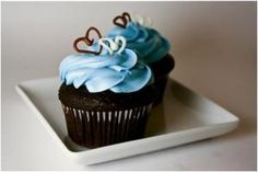 buttermilk chocolate vanilla buttercream cupcakes by allyummyrecipes