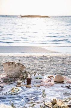 Beach Picnic...I L O V E  picnics...especially with wine!