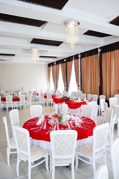 Sala de nunti Cezara Catering, Table Settings, Table Decorations, Furniture, Home Decor, Decoration Home, Room Decor, Gastronomia, Place Settings