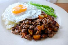 Macanese Minchee with cauliflower rice, greens and fried egg. Grilling Recipes, Beef Recipes, Macau Food, My Favorite Food, Favorite Recipes, Asian Recipes, Ethnic Recipes, Asian Foods, National Dish