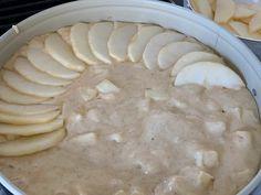 Verdens beste eplekake - mormors oppskrift - Franciskas Vakre Verden Camembert Cheese, Dairy, Baking, Desserts, Food, Tailgate Desserts, Deserts, Bakken, Meals