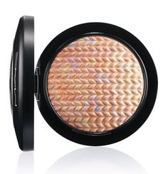 MAC Lightness of Being Spring 2015 Collection is now in Romania!