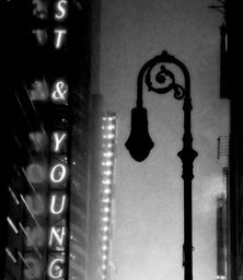 Manhattan Noire by James Aiken. Love the moody atmosphere in this black-and-white photo.