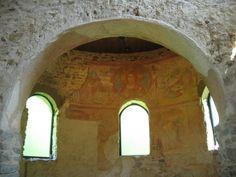 Il ciclo di pitture dell'abside centrale di S. Maria foris portas giace su di un triplice strato di intonaci: un primo di rincalzo fra pietra e pietra; un secondo di compimento,