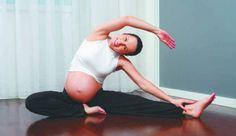 mulher grávida se exercitando