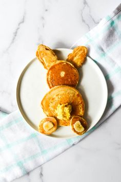 These Easter bunny pancakes are easy to make and are so delicious. They'd make the perfect Easter breakfast! Strawberry Compote, How To Make Pancakes, Baked Vegetables, Fluffy Pancakes, Pure Maple Syrup, Most Popular Recipes, Healthy Pumpkin, Us Foods, Easter Bunny