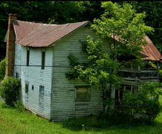 Abandoned Mansions, Abandoned Places, Farm Houses, House With Porch, Ghost Towns, Porches, Buildings, Beautiful Pictures, Shed