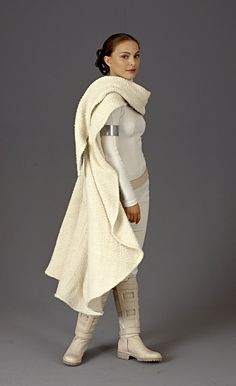 This battlesuit is worn by Natalie Portman as Padme Amidala, during the climax scene of Star Wars, Episode II: Attack of the Clones. / http://sodapic.com