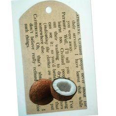 TARJETA DE REGALO. Material: Hoja libro antiguo y recorte de revista. #papel #reciclaje #paperlove #manualidades #arte #artesania #tarjetas #mensaje #minitarjetas #tarjetaderegalo #libroantiguo #christmas #coconut #coco