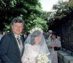 Uncle Teddy escorting his niece, Courtney, to her wedding in 1980 to Jeffrey Ruhe Ethel Kennedy, Caroline Kennedy, Jackie Kennedy, Christopher George, Joan Bennett, Grey Gardens, Step Kids, Scandal Abc, Houses