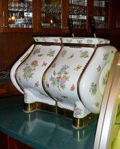 Confectionary/Patisserie. Queen Victoria pattern. Hand coloured. Herendi porcelán kávéfőzőgép, Viktória-minta en.wikipedia.org/wiki/Herend_Porcelain    www.herend.com/en/manufactory/
