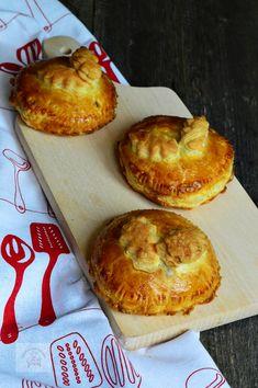 Placinte cu naut si legume - CAIETUL CU RETETE Zucchini, Muffin, Breakfast, Food, Morning Coffee, Muffins, Meal, Essen, Hoods
