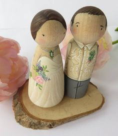 Scottish Wedding Cake topper// Scottish Wooden Peg Doll// Custom wedding cake topper// with Kilt Wood Peg Dolls, Clothespin Dolls, Scottish Wedding Cakes, Custom Wedding Cake Toppers, Wooden Pegs, Kokeshi Dolls, Doll Crafts, Crafts For Kids, Hand Painted