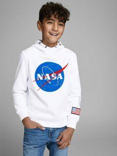 Hoe gaaf is deze warme NASA sweater! Met deze heerlijke sweater kom je zeker in stijl de koude dagen door! #jack #jones #sweater #nasa #ruimte #wit #trend #boyslook #kindermode #jongens Nasa, Carina Nebula, Hooded Sweater, Jack Jones, White Sweaters, Kind Mode, Jessie, Graphic Sweatshirt, Sweatshirts
