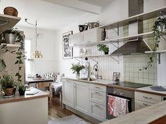 Eat In Kitchen, Kitchen Dining, Kitchen Decor, Kitchen Cabinets, Dining Room, Kitchen Interior, Interior And Exterior, Gravity Home, Scandinavian Interior Design