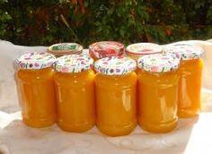 Tylko ten dżem z dodatkiem dyni mnie i moim znajomym bardzo smakował. Polecany jest także dla cukrzyków, ponieważ dynia regeneruje chorą trzustkę. Składniki: 3, 2 kg winnych, 1 szklanka wody, około 1 kg cukru (ilość zależy od naszych upodobań smakowych), 2 litry 100% soku pomarańczowego, 5 galaretek o smaku pomarańczowym, 6 opakowań konfiturexu 3:1(można pominąć, 3 łyżki aromatu pomarańczowego, sok z dwóch cytryn Peach Jam, Marmalade, Preserves, Salsa, Mason Jars, Food And Drink, Appetizers, Yummy Food, Lunch