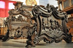 Oryginalne i unikatowe Antyki po profesjonalnej renowacji Art Furniture, Antique Furniture, Medieval Furniture, Victorian Bed, Luxurious Bedrooms, Old World, Hand Carved, Fair Grounds, Carving