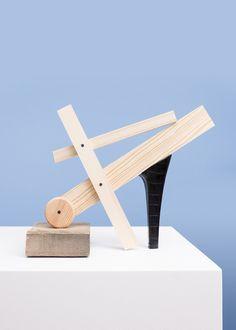 Le duo dano-suisse de PUTPUT a réalisé cette série d'images pour Bianco qui évoquent des formes de chaussures pour femme en choisissant et organisant des objets qui n'ont rien à voir agrémentés de morceaux de talons ou de semelles.