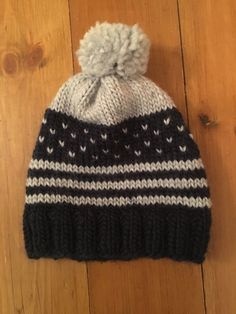 Hats make great Christmas presents for just about anyone. A homemade hat is even better. And a homemade hat that can be knitted in two evenings? Perfect! I've had this Drops Eskimo yarn in my…