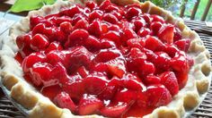 Make an old-fashioned Big Boy Strawberry Pie at home with this easy copycat recipe and video. A perfect dessert for enjoying fresh strawberries. Big Boy Strawberry Pie Recipe, Easy Strawberry Pie, Strawberry Desserts, Strawberry Sauce, Just Desserts, Delicious Desserts, Yummy Food, Cold Desserts, Pie Recipes